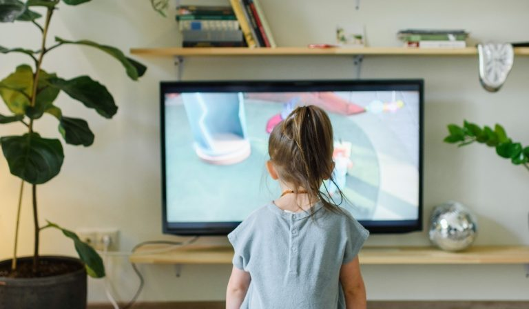How to Scale Down Screen Time for Kids